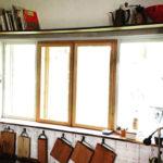 窓の上に棚設置